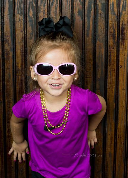 Layla at Applebees 0614 3720.jpg
