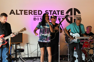 Steve Trohoske's Unplugged Frequency featuring Rosalila