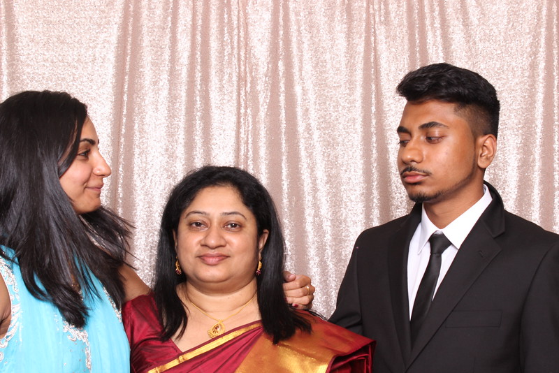 Boothie-PhotoboothRental-PriyaAbe-O-14.jpg
