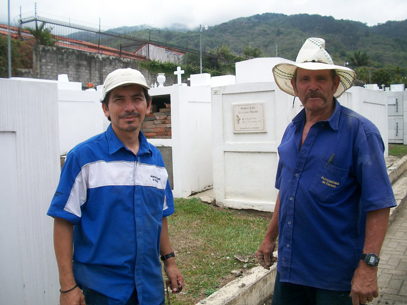 EscazuCentro_Cemetery2Workers.jpg
