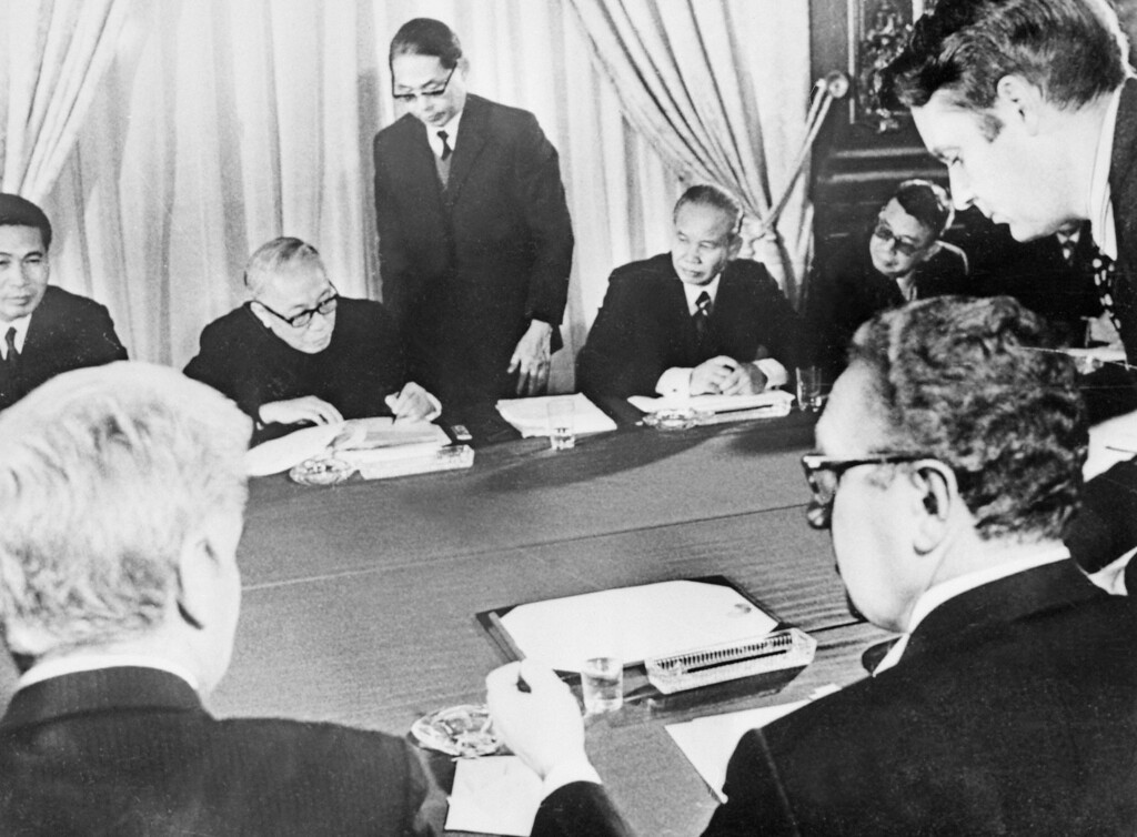 """. (FILES) Photo taken 27 January 1973 in Paris, of US, South Vietnamese, North Vietnamese, and Viet Cong representatives signing the long-sought cease-fire agreement that ended the war in Viet-Nam. According to the 1st article of the peace agreement, the \""""United States and all other countries respect the independence, sovereignty, unity, and territorial integrity of Viet-Nam as recognized by the 1954 Geneva Agreements on Viet-Nam\"""". Were present Nixon\'s chief foreign policy adviser US Henry A. Kissinger (R) and North Vietnam\'s Le Duc Thos (2d row 2d L). AFP PHOTO  (Photo credit should read -/AFP/Getty Images)"""