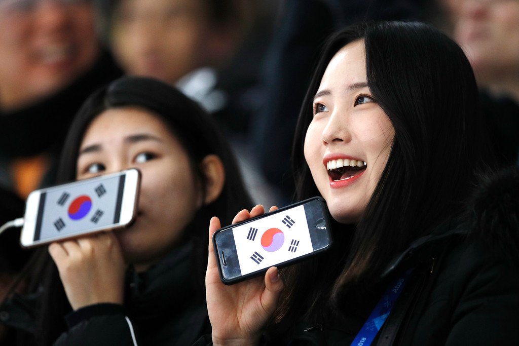 . Skating fans wave their mobile phones showing the South Korean flag prior to the men\'s 1,500 meters speedskating race at the Gangneung Oval at the 2018 Winter Olympics in Gangneung, South Korea, Tuesday, Feb. 13, 2018. (AP Photo/Vadim Ghirda)