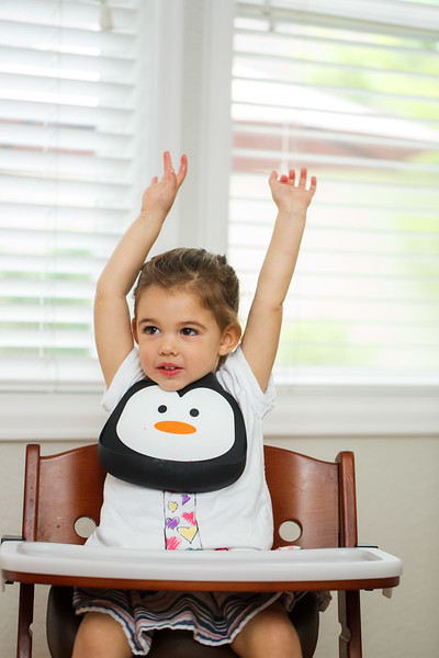 Make_My_Day_Bib_Penguin_lifestyle (110).JPG