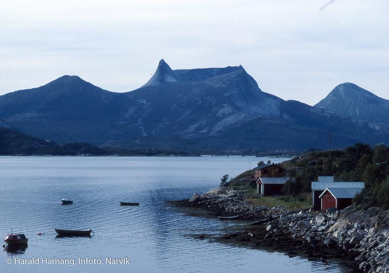 Efjord, Vorseth, midtre Efjordbru sees i bakgrunnen.