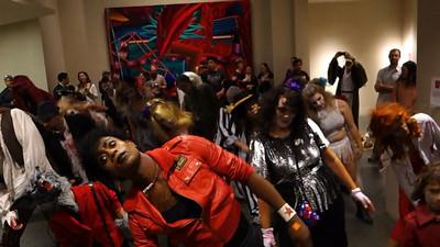 103113 Flash mob at Ogden Museum