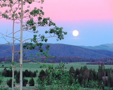 Steamboat moon
