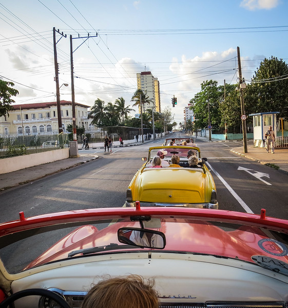 Cruising the streets of La Havana.