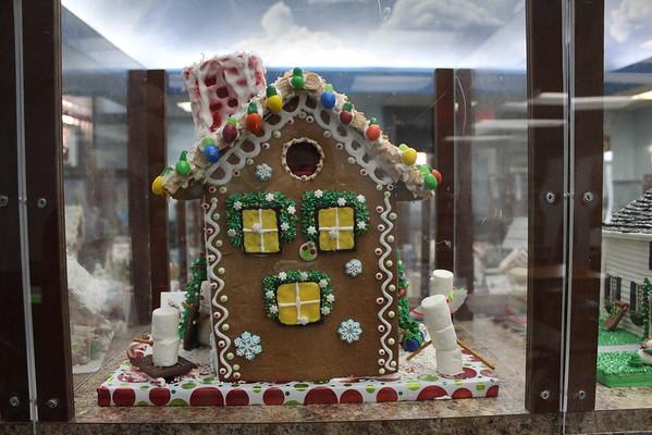 '19 Burton Public Library Gingerbread Houses
