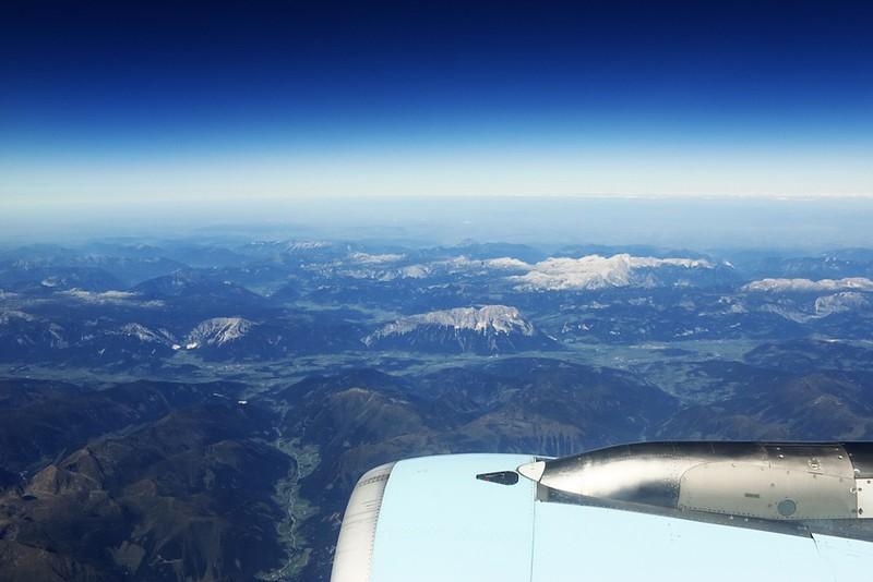 Rakousko, uprostřed hora Grimming, za ní vpravo dále pohoří Mrtvé hory