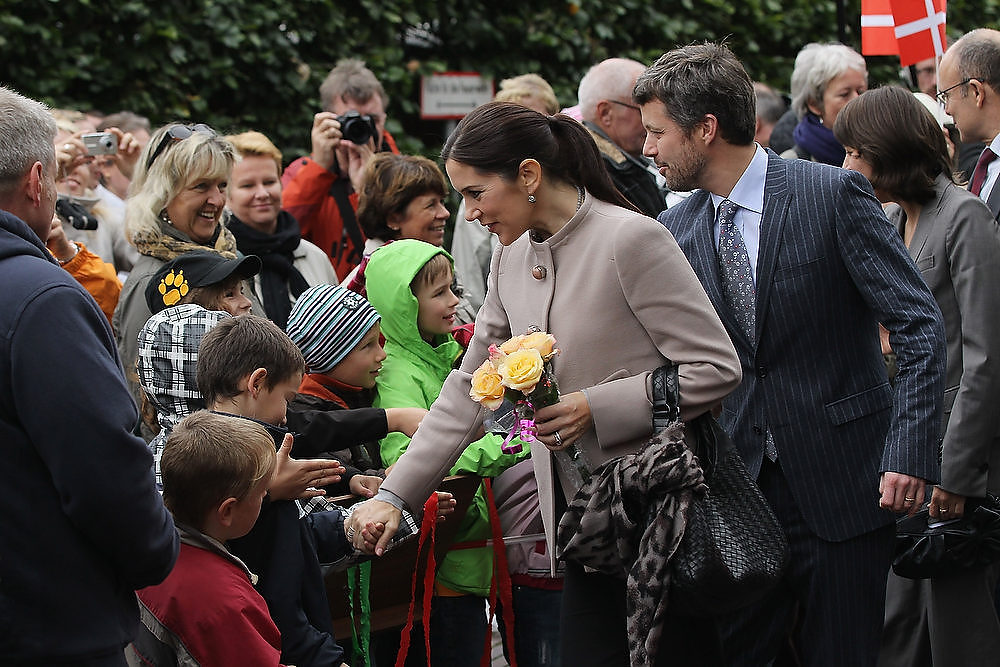 . Danish Crown Prince Frederik and Danish Crown Princess Mary, who is pregnant with twins, greet onlookers upon their arrival at the High School for Music and Theater on September 28, 2010 in Rostock, Germany. Prince Frederik and Princess Mary are on a two-day visit to northern Germany.  (Photo by Sean Gallup/Getty Images)