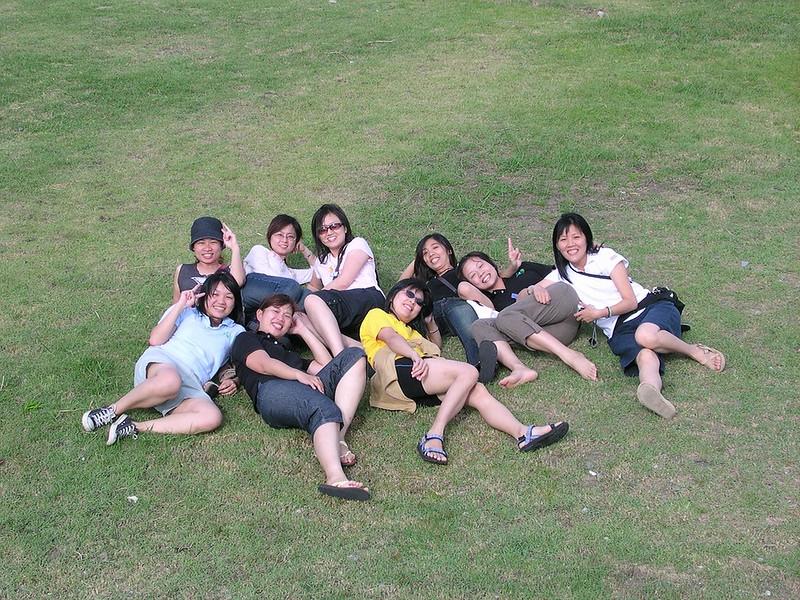 142奇怪的躺草皮照.JPG