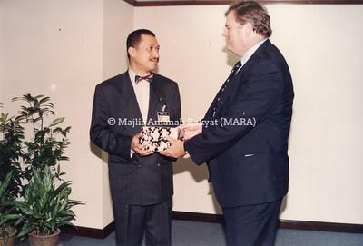 1993 - LAWATAN MENTERI AUSTRALIA KE IBU PEJABAT MARA