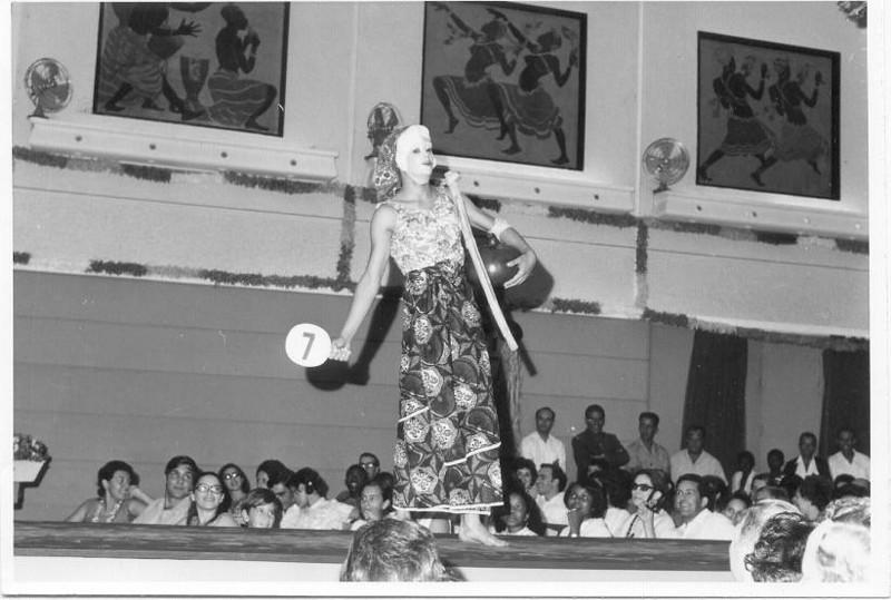 Carnaval 1971 Rui Paulo Fernandes na passadeira! Vanda Lourenço.  Manuela Maldonado, Teresa Caetano, pais Mendes, etc...