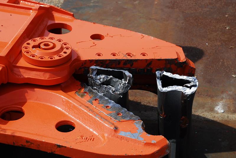 NPK K4JR demolition shear on Deere skid steer  (45).JPG
