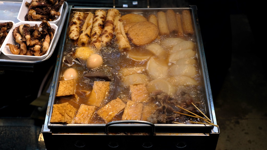 A vat of bubbling oden at Ishibashi Shokuhin.