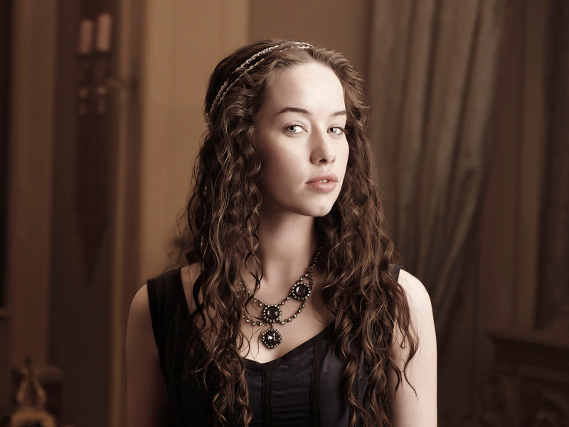 . Pictured: Anna Popplewell as Lola -- Photo: Mathieu Young/The CW -- © 2013 The CW Network, LLC. All rights reserved.