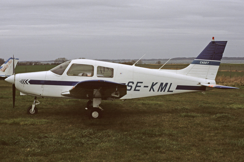 SE-KML-PiperPA-28-161Cadet-Private-EKSB.1997-04-DK-20-KBVPCollection.jpg