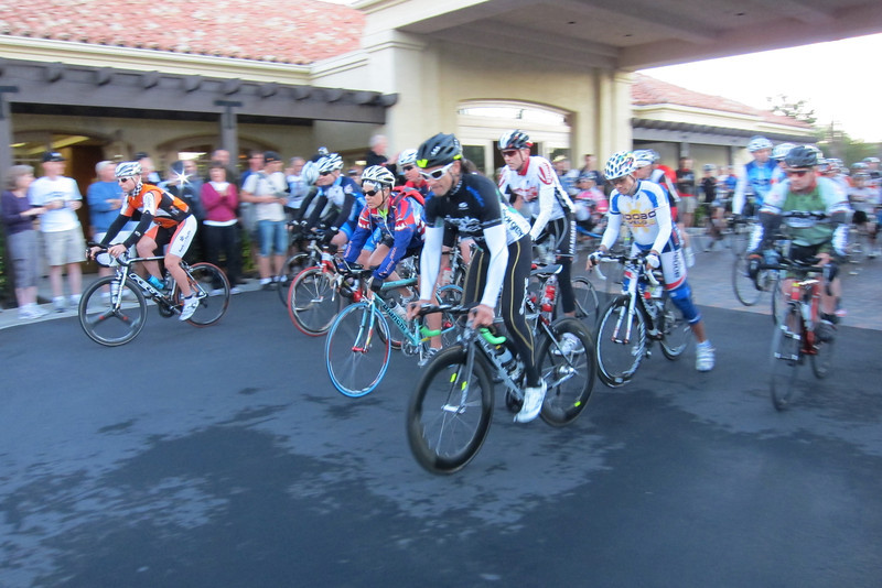 Solo riders start. Seana Hoopoe Hogan (center on Bianchi) makes her return to the 508.