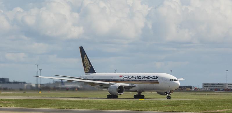 Singapore Airlines Boeing 777-212ER 9V-SVJ in Kopenhagen/DK.