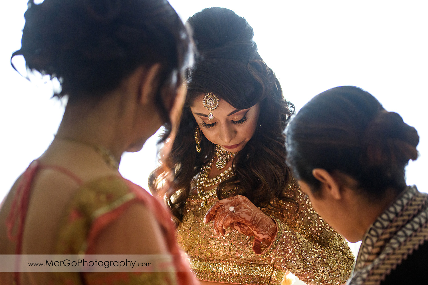 indian bride getting ready at DoubleTree by Hilton Pleasanton at the Club