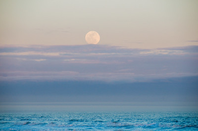 _DSC1903_moonrise_haze