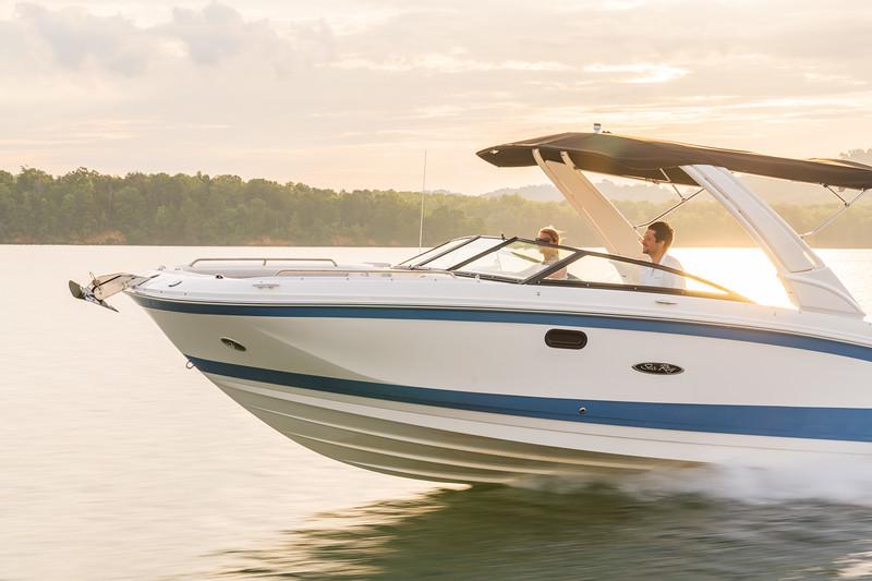 2021-SDX-290-Outboard-SDO290-running-port-bow-three-quarter-02243.jpg