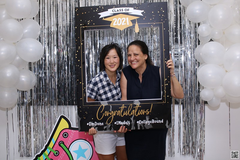 graduation-party-class-of-2021-instant-print-photo-booth-in-ho-chi-minh-Chup-hinh-in-anh-lay-lien-Tiec-Tot-Nghiep-2021-WefieBox-Photobooth-Vietnam-cho-thue-photo-booth-097.jpg