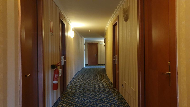 015 -  ROMA DOMUS HOTEL - INTERNAL CORRIDOR.jpg