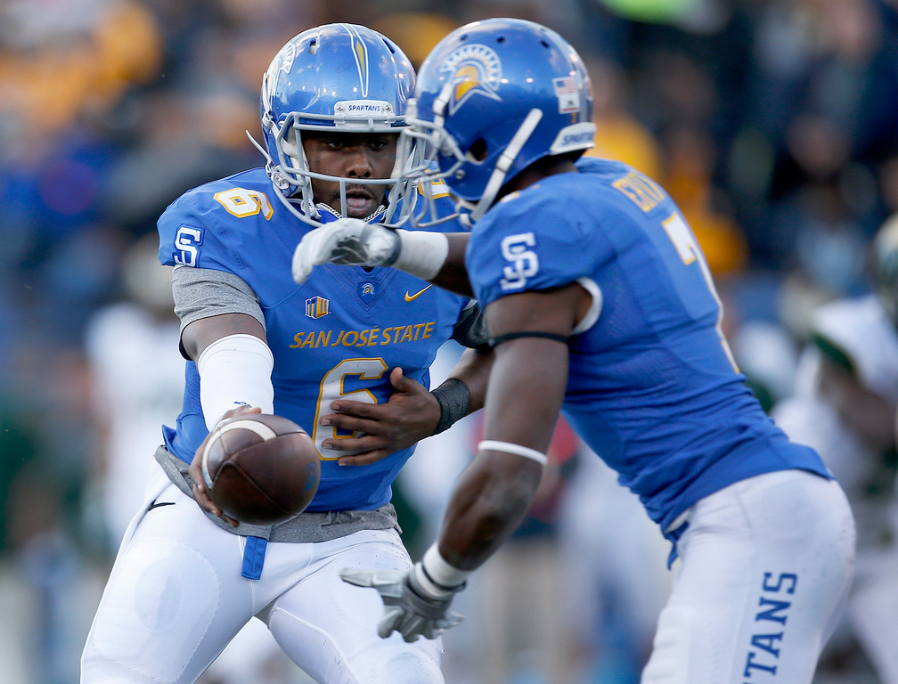 . San Jose State quarterback Joe Gray (6) hands off to running back Tyler Ervin (7) against Colorado State during the first half of an NCAA college football game Saturday, Nov. 1, 2014, in San Jose, Calif. (AP Photo/Tony Avelar)