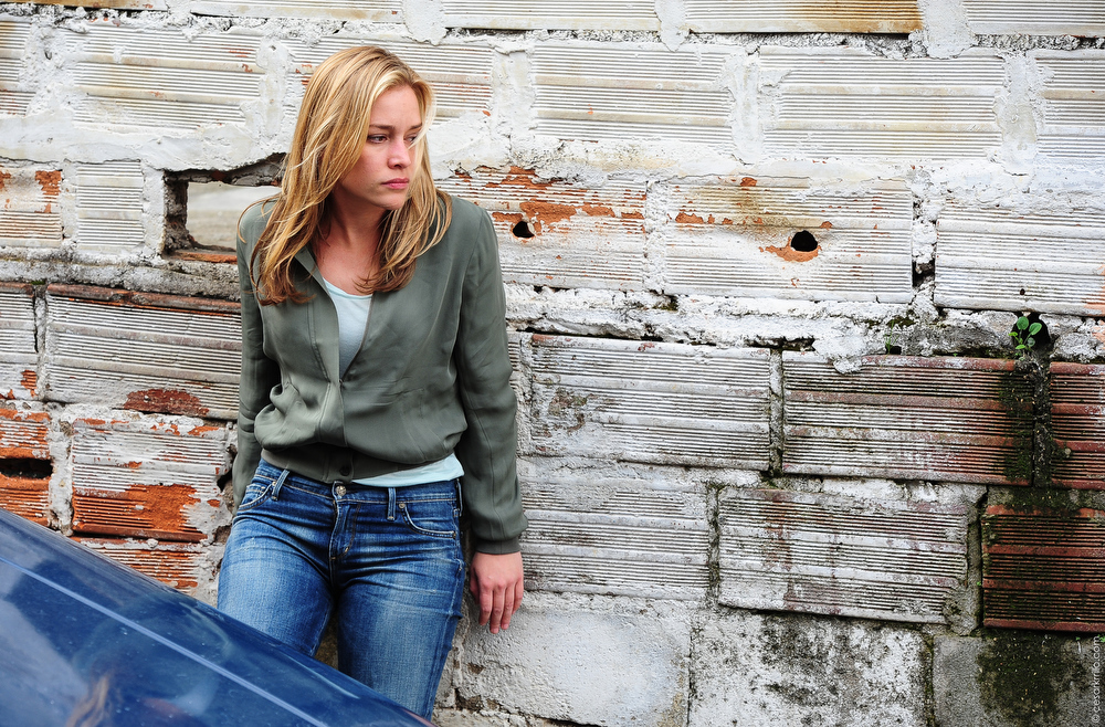 """. \""""Vamos\"""" Episode 401 -- Pictured: Piper Perabo as Annie Walker -- (Photo by: Cesar Carillo/USA Network)"""