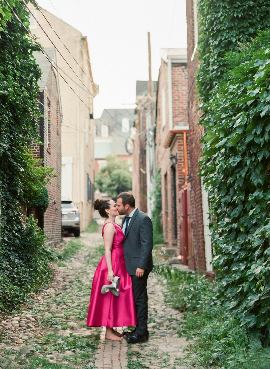What to wear to your engagement session.  Images by best Washington DC wedding photographer Jalapeno Photography.