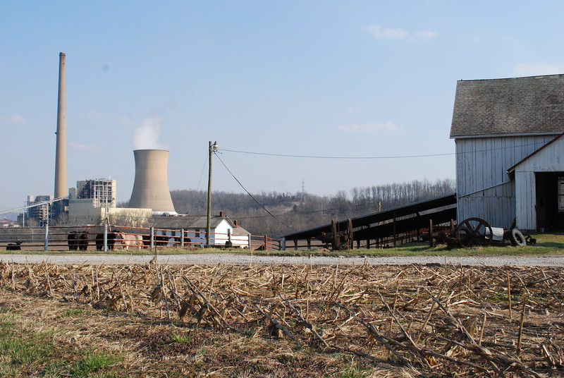 On the way to Center Bend on the Muskingum River. The power plant is on the other side of the river (to the southeast).