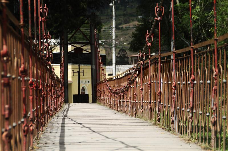 puente colgante gualaceo.jpg