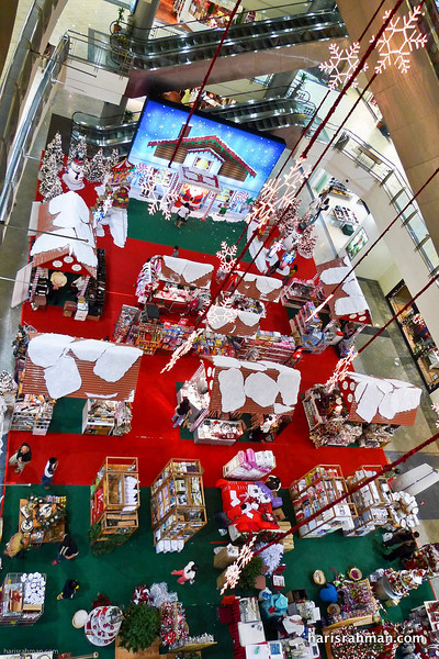 Great Eastern Mall main foyer with stalls for Xmas