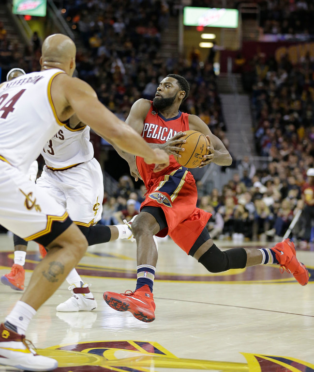 . New Orleans Pelicans\' Tyreke Evans, right, drives against the Cleveland Cavaliers in the second half of an NBA basketball game, Monday, Jan. 2, 2017, in Cleveland. (AP Photo/Tony Dejak)