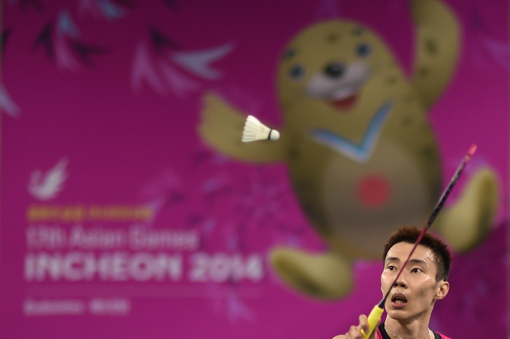 . Lee Chong Wei of Malaysia reaches for a shot from Minh Tien Nguyen of Vietnam during his men\'s singles qualifying badminton match of the 2014 Incheon Asian Games on September 27, 2014. ED JONES/AFP/Getty Images