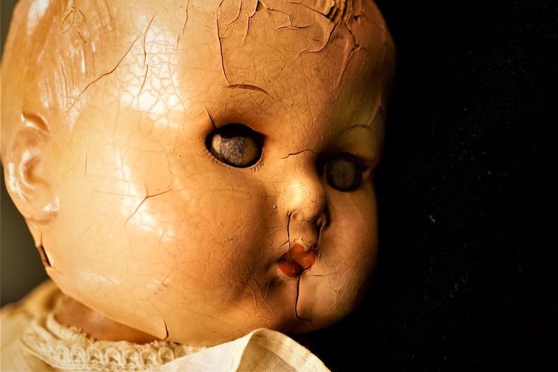 creepy doll r.jpg