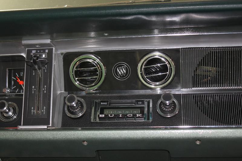 Modified Custom Autosound 630 stereo (off)