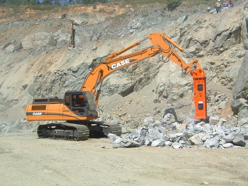 NPK GH18 hydraulic hammer on Case CX330 excavator (1).jpg