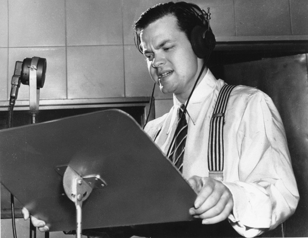 ". Orson Welles delivers a radio broadcast from a New York studio in 1938.  On the same year on Oct. 30, he broadcasted the adaptation of H.G. Wells\' ""War of the Worlds.\"" The realistic account of an invasion from Mars caused thousands of listeners to panic.   (AP Photo)"