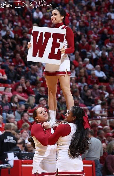 Cheerleaders_01_0105_ed.jpg