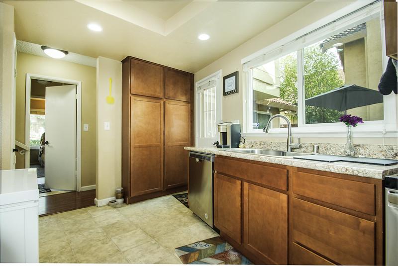 kitchen (2 of 2).jpg