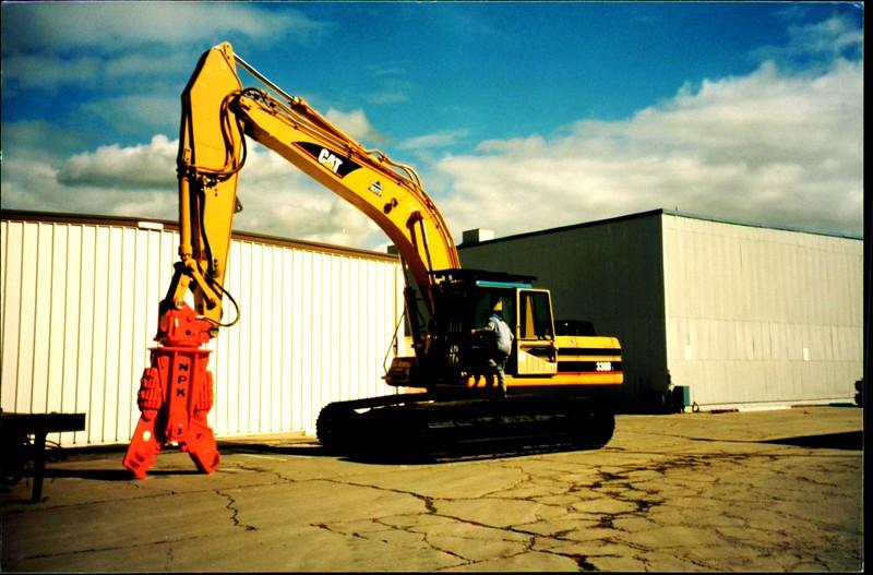 NPK M28G concrete pulverizer on Cat excavator (3).JPG