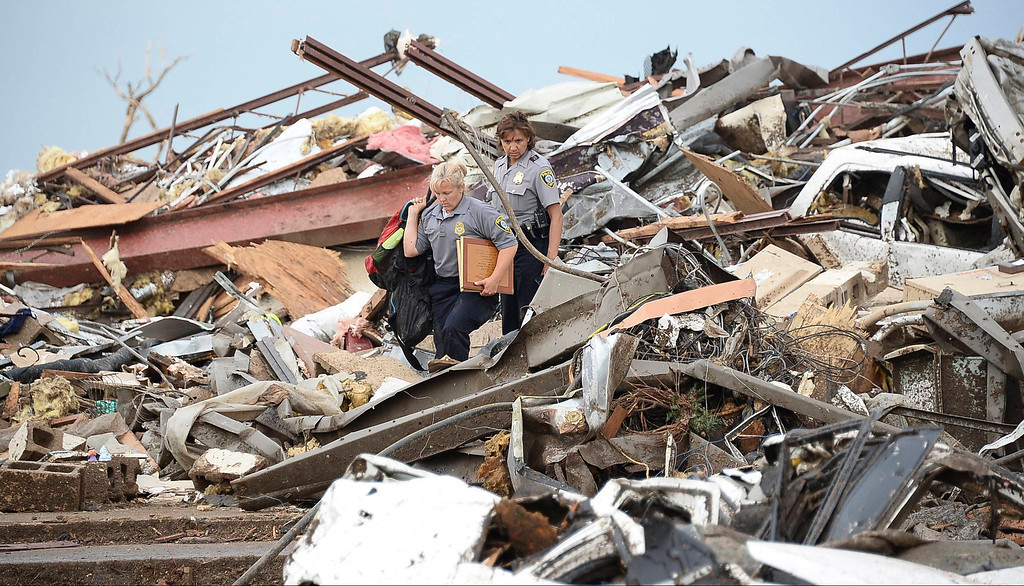 . Rescues workers look for victims in the rubble of a destroyed building at the Moore Hospital in Moore, Oklahoma, May 20, 2013.  A huge tornado with winds of up to 200 miles per hour (320 kph) devastated the Oklahoma City suburb of Moore on Monday, ripping up at least two elementary schools and a hospital and leaving a wake of tangled wreckage. REUTERS/Gene Blevins