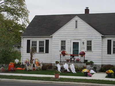 10-30-17 NEWS Halloween decor