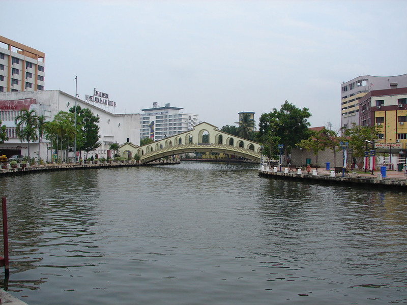 On our river walk with Historian Arhchoo in Malacca (11).JPG