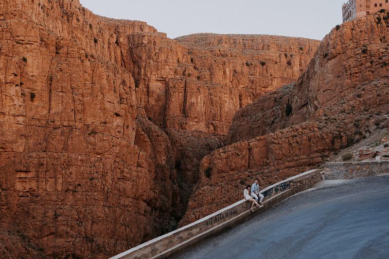 Tu-Nguyen-Destination-Wedding-Photographer-Morocco-Videographer-Sahara-Elopement-203.jpg