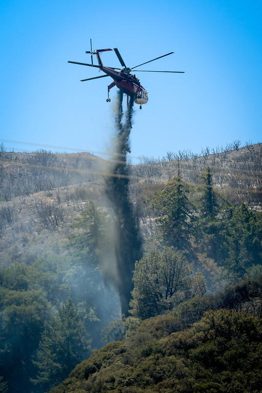 . A helicopter makes a drop just north of Lake Huges on the Power House fire which continued to burn in an area mort of Santa Clarita Monday.   Photo by David Crane/Los Angeles Daily News