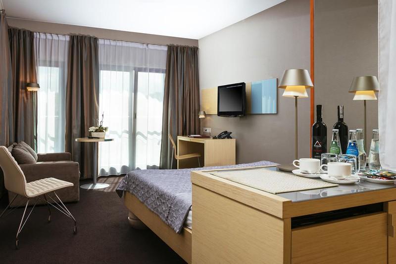 niebieski-art-hotel-spa-krawkow1.jpg