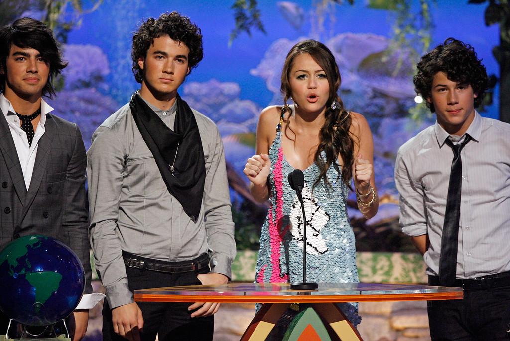 . From left, Joe Jonas, Nick Jonas, actress Miley Cyrus and Kevin Jonas present the Choice R&B Track award at the Teen Choice Awards in Universal City, Calif., Sunday, Aug 26, 2007.  (Matt Sayles/AP Images for Fox)